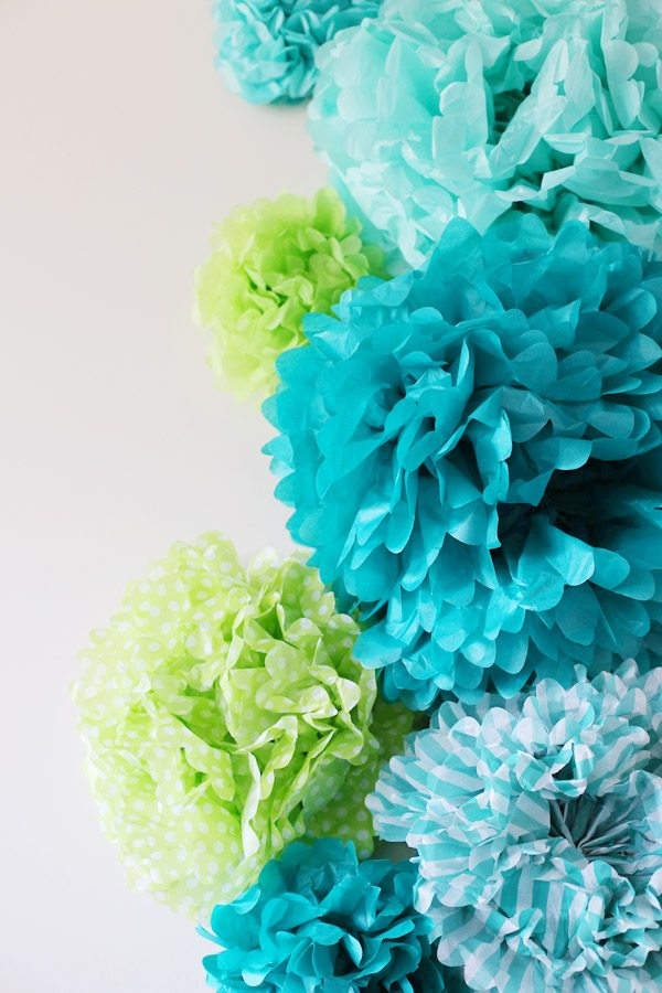 tissue paper pom I get two questions all the time and although its mentioned in the video: the paper used is tissue paper and it's 10-20 layers (your preference) works best w.