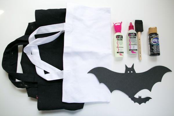DIY Tote Bags for Halloween | The Sweetest Occasion