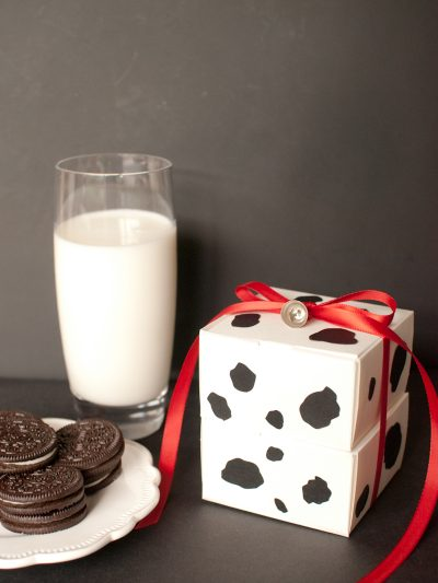 DIY Milk + Cookie Favor Boxes thumbnail