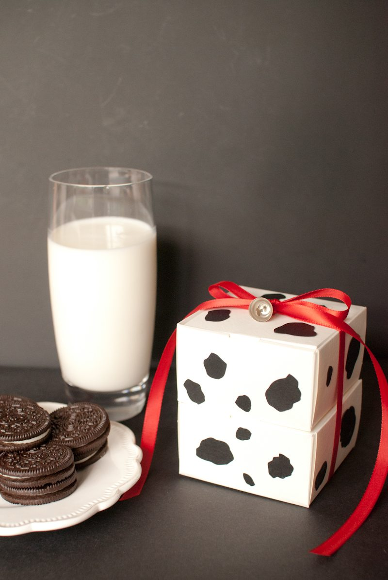DIY Milk and Cookie Favor Boxes | The Sweetest Occasion