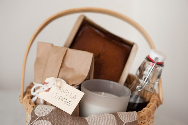 DIY Holiday Hostess Gift Basket