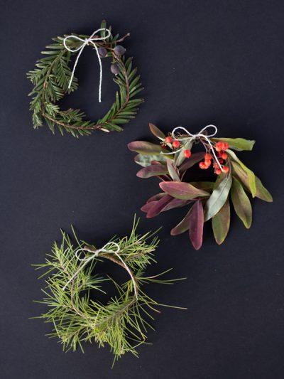 DIY Mini Holiday Wreaths thumbnail