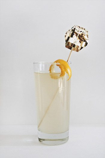10 Best Bubbly New Year's Eve Cocktails thumbnail