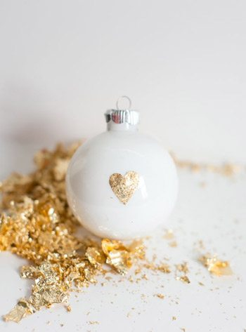 10 Best DIY Christmas Ornaments thumbnail