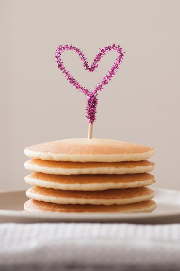 DIY Piper Cleaner Heart Cake Topper