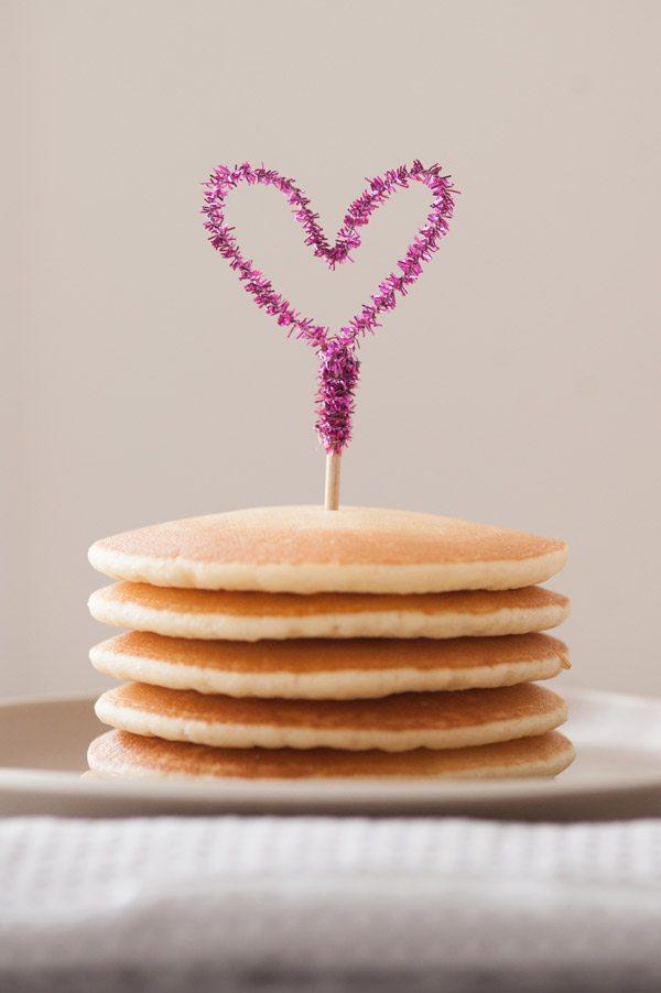 DIY Piper Cleaner Heart Cake Topper