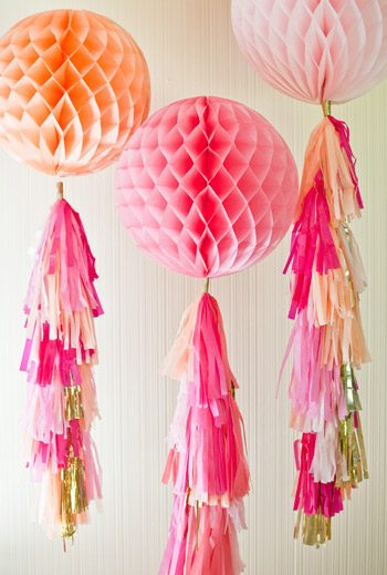 10 Festive Ideas for Decorating with Honeycomb Balls thumbnail