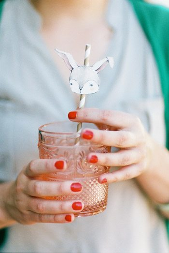 10 Pretty Tabletop Ideas for Your Easter Dinner thumbnail