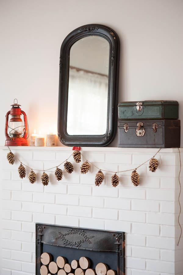 DIY Gold Leaf Pine Cone Garland by @cydconverse