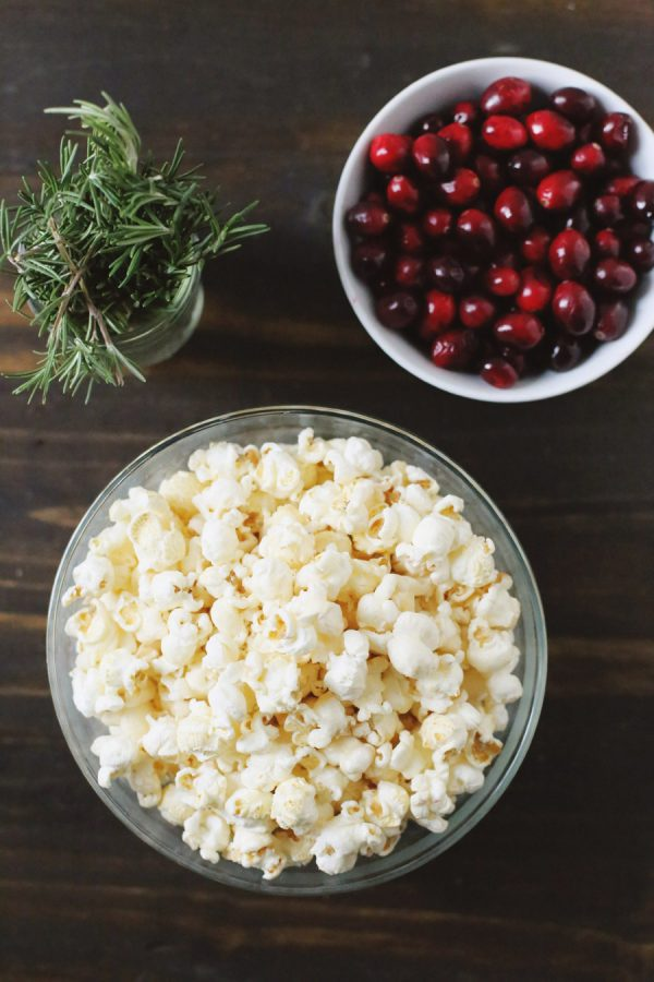 DIY Mini Popcorn Wreaths by @cydconverse