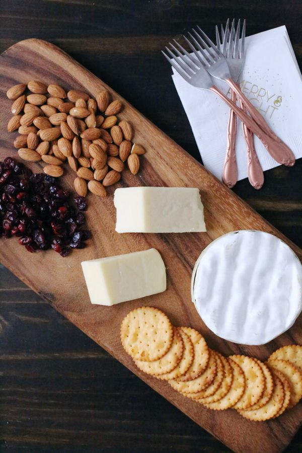 Easy Holiday Cheese Board from @cydconverse