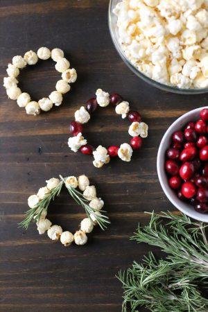 DIY Mini Popcorn Wreath Place Cards by @cydconverse