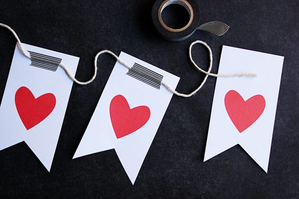 Valentine's Day Printable Heart Garland from @cydconverse