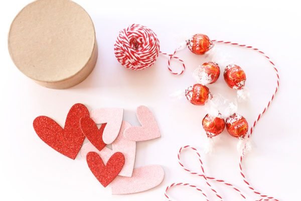 DIY Chocolate Box Valentines from @cydconverse