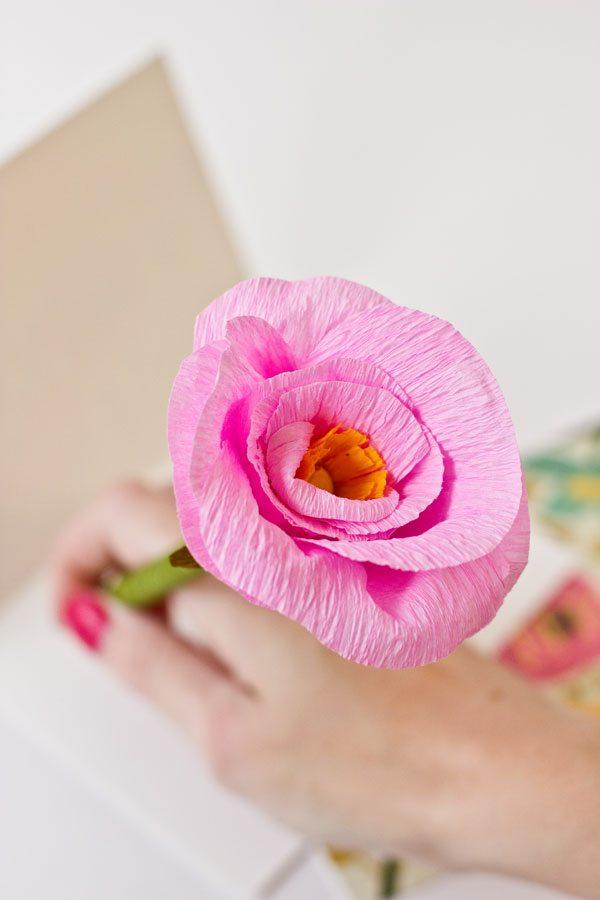 DIY Paper Flower Pencils by @studiodiy for @cydconverse