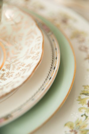 Mint and Gold Place Setting from @cydconverse