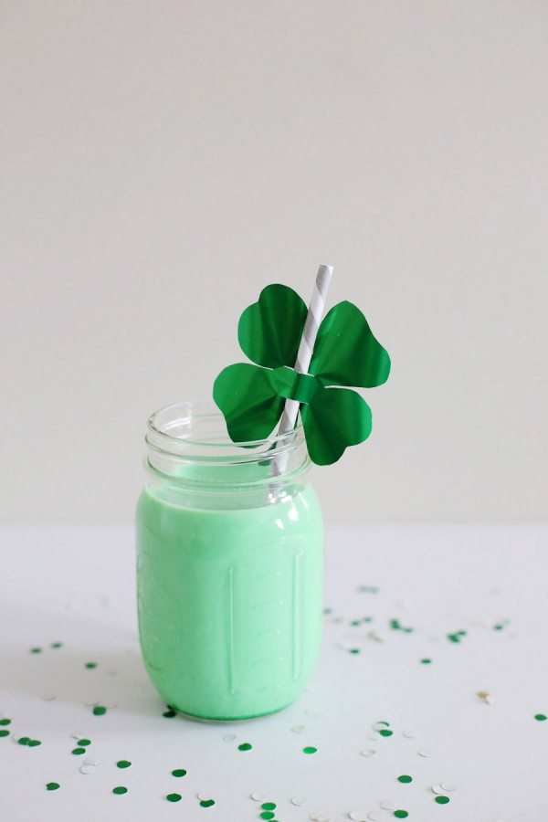 DIY Shamrock Straw Toppers from @cydconverse