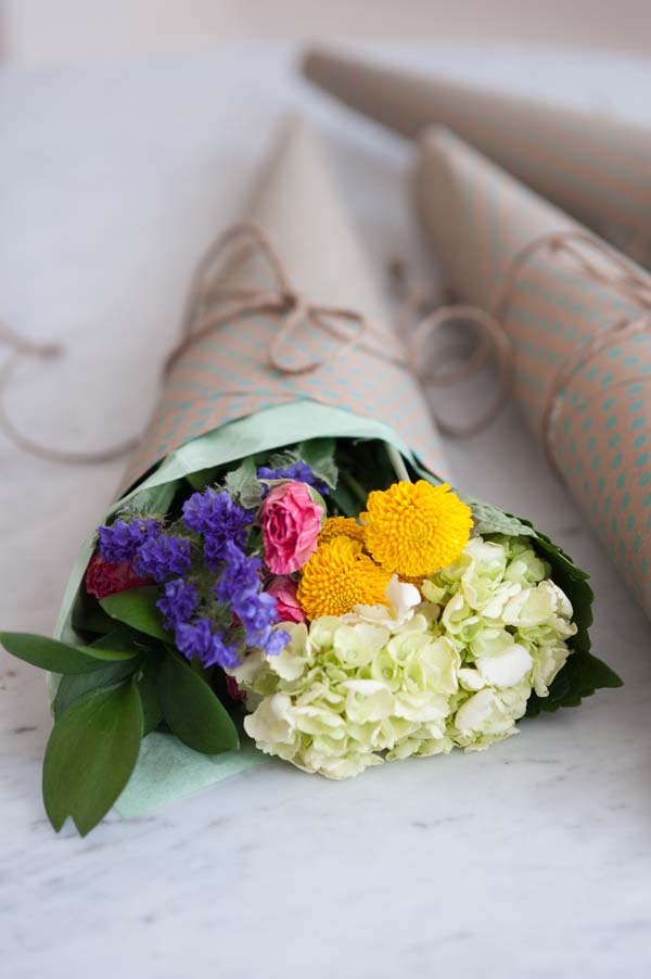 Mini DIY Bouquets from @cydconverse