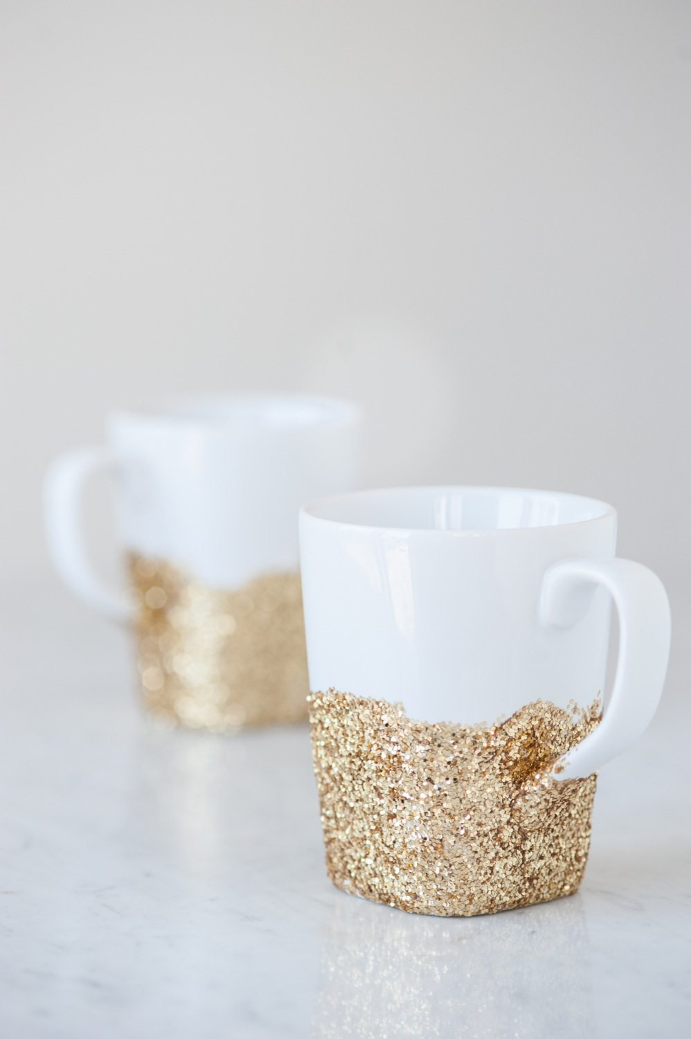 DIY Gold Glitter Dipped Mugs from @cydconverse