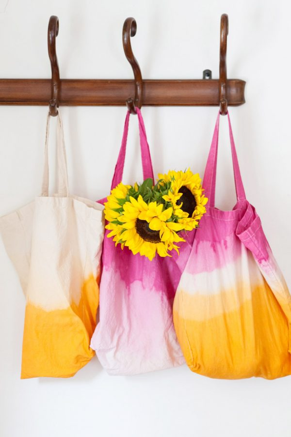 DIY Dip Dye Market Tote Bag by @cydconverse
