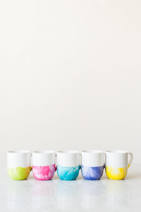 DIY Marble Dipped Mugs by @cydconverse