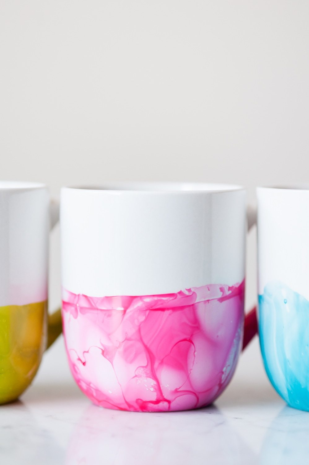 Diy marble dipped mugs the sweetest occasion diy marble dipped mugs by cydconverse solutioingenieria Image collections