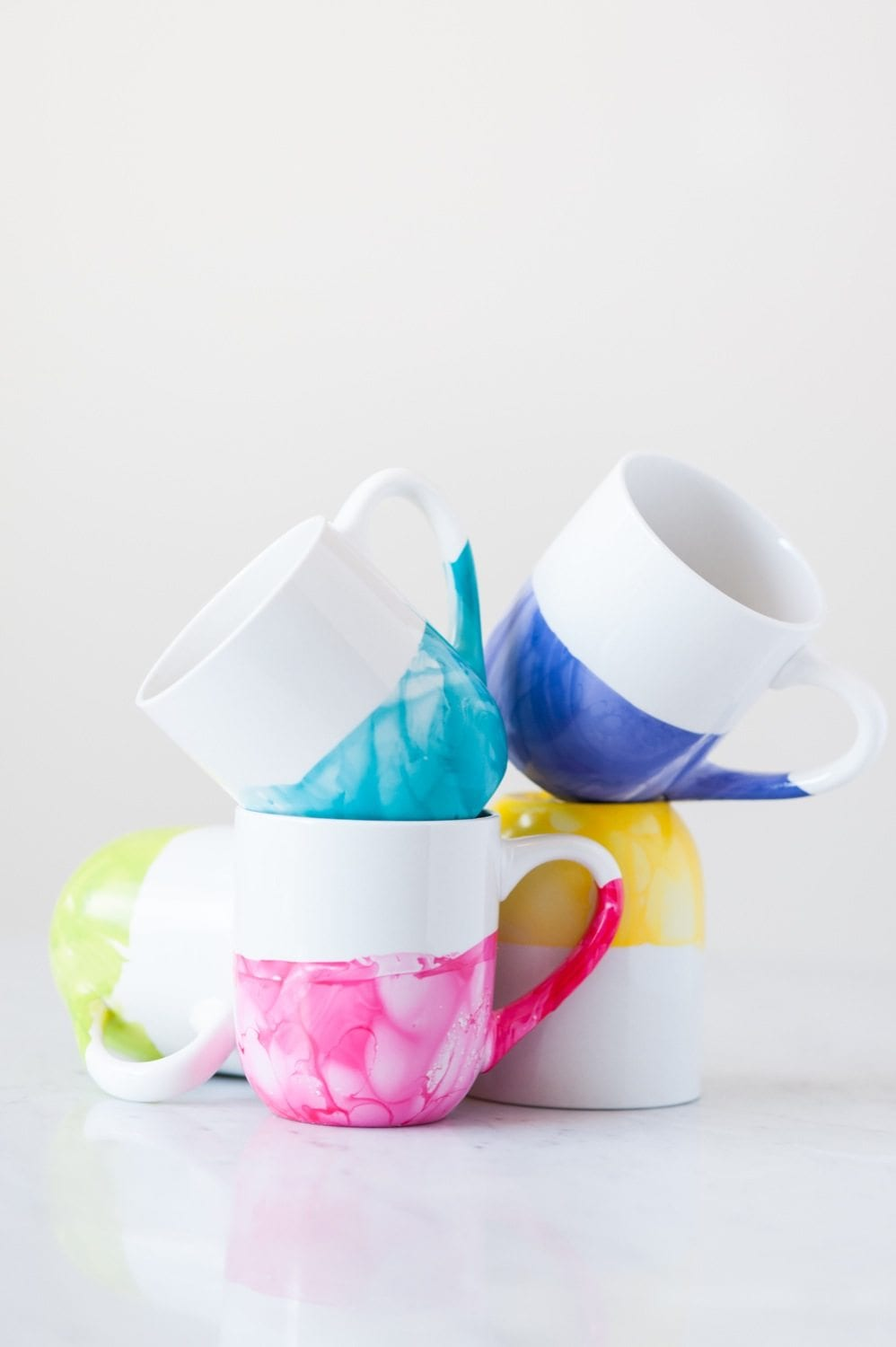DIY Marble Dipped Mug | DIY Christmas Gifts For Everyone In Your List