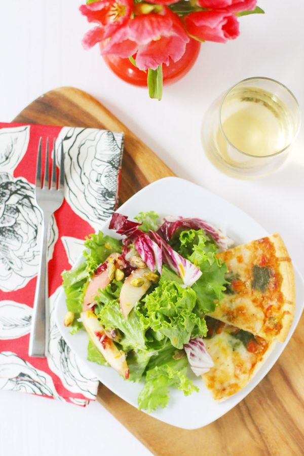 Host a Summer Pizza Party | Tips and ideas from @cydconverse