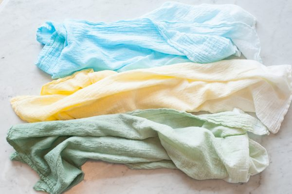 DIY Ombre Flour Sack Towels by @cydconverse