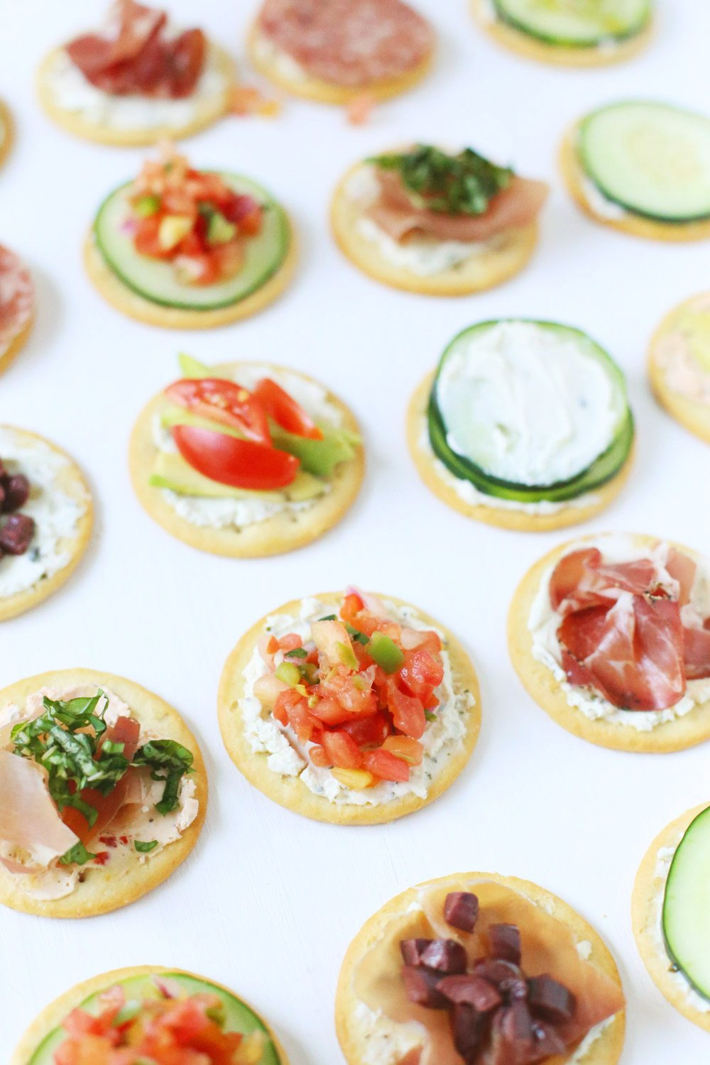 Football Game Day Snacks - Football Party Food - Recipe Ideas For Football Game Day - Appetizers - Snacks - Easy Recipes Ideas For Football Party Find this Pin and more on Food and Recipes by Kait Hanson | CommuniKait.