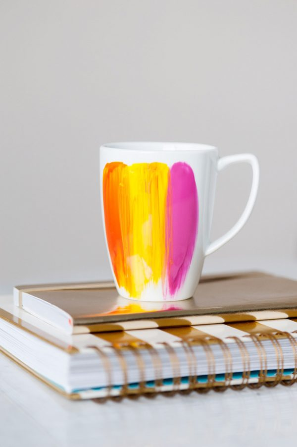 DIY Abstract Brushstroke Mug by @cydconverse