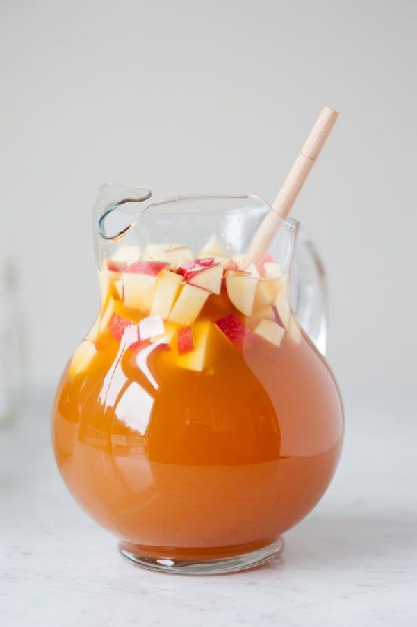 Caramel Apple Sangria Recipe from entertaining blog @cydconverse