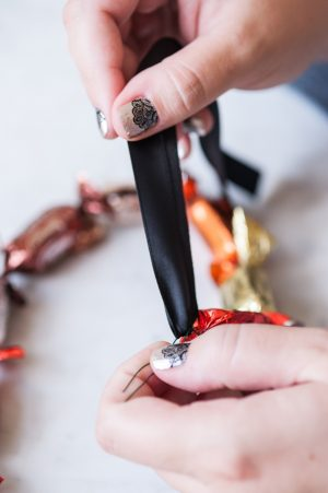DIY Halloween Chocolate Truffle Party Garland by @cydconverse