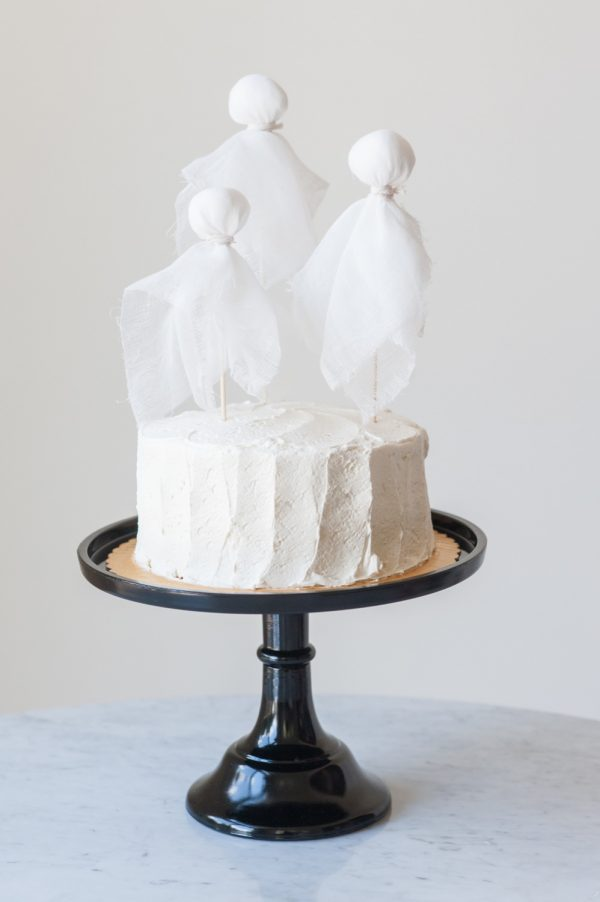 DIY Ghost Cake Toppers by @cydconverse