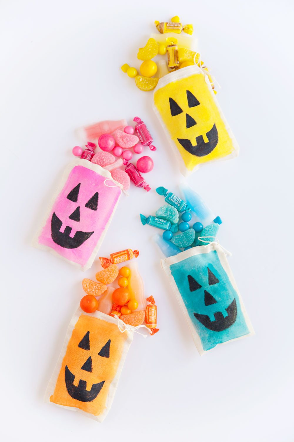 DIY Colorful Jack O' Lantern Treat Bags by @tellloveparty for @cydconverse