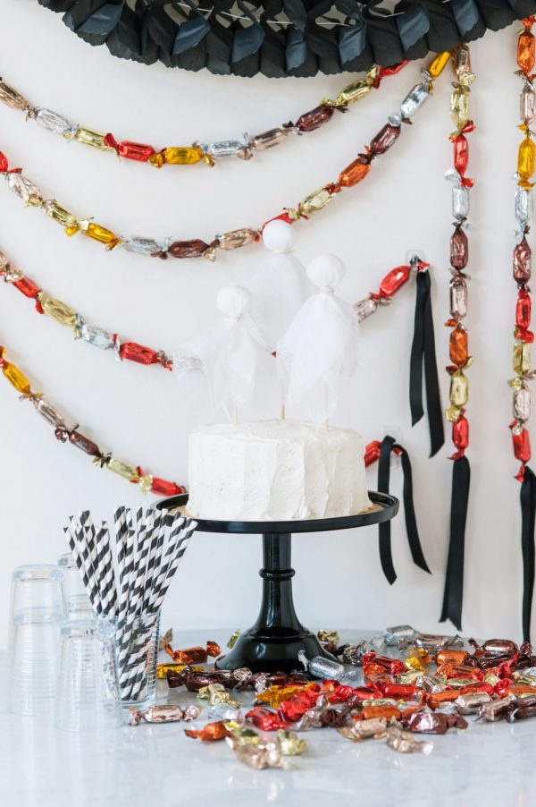 DIY Halloween Chocolate Truffle Party Garland by @cydconverse