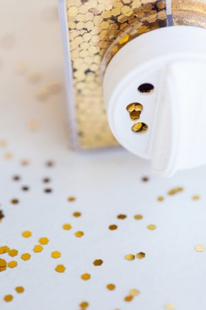 DIY Gold Confetti Glitter Vase by @cydconverse