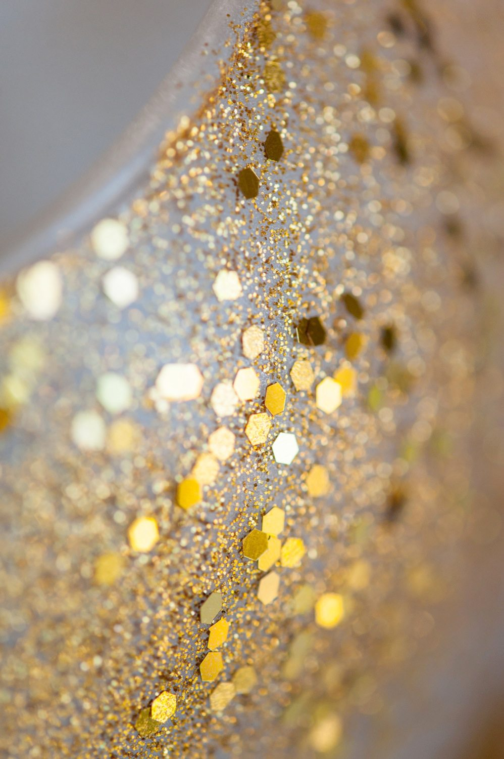Diy gold confetti glitter vase the sweetest occasion diy gold confetti glitter vase by cydconverse reviewsmspy