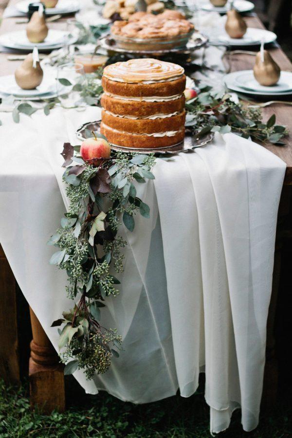 An Elegant Thanksgiving Table + Dessert Buffet from @cydconverse