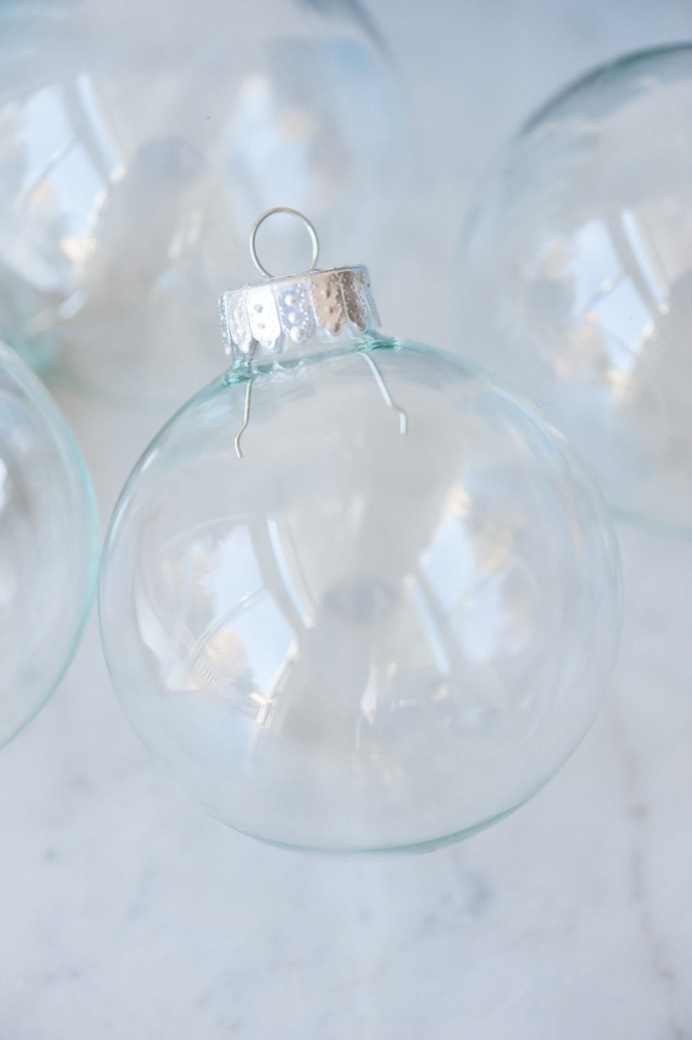 DIY Painted Gold Leaf Ornaments by entertaining blog @cydconverse | How to decorate glass ornaments