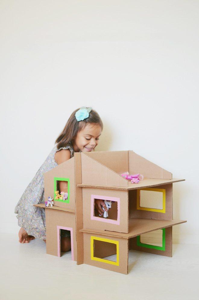 diy cardboard dollhouse DIY: Tutorial Mainan Edukasi dari Kardus Bekas Untuk Si Kecil