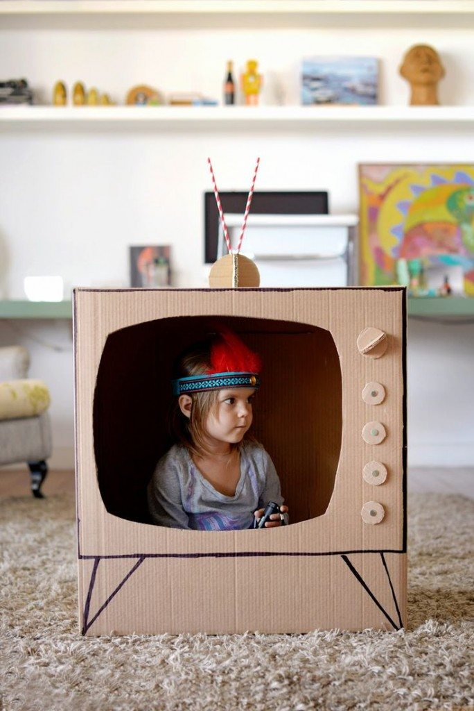 diy cardboard tv DIY: Tutorial Mainan Edukasi dari Kardus Bekas Untuk Si Kecil