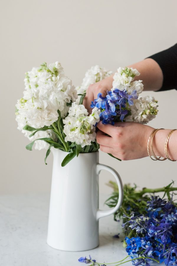 DIY Floral Arrangement | DIY Centerpiece from @cydconverse