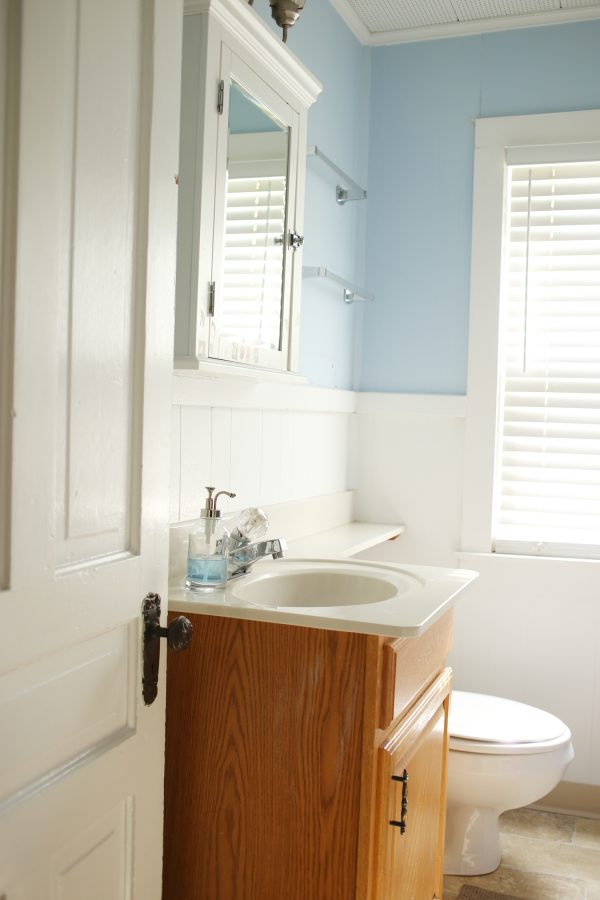 Mini Bathroom Renovation | Bathroom Paint Colors from @cydconverse and @valsparpaint
