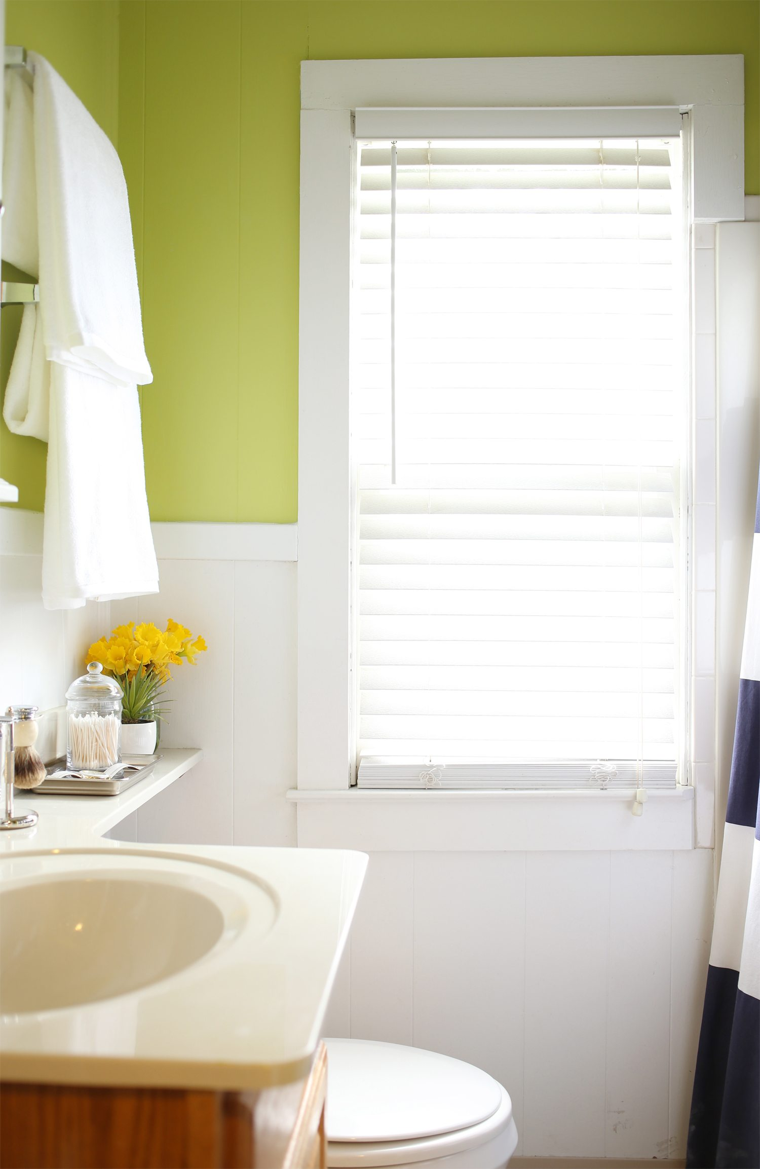Amazing Mini Bathroom Renovation Bathroom Paint Colors from cydconverse and valsparpaint