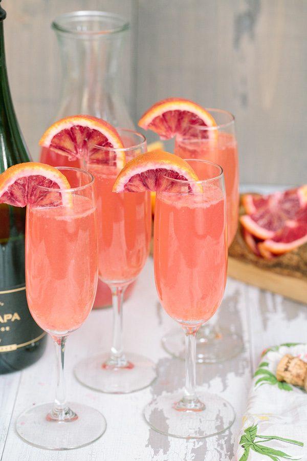 Blood Orange Lemonade Mimosa | Mimosa recipes + Easter brunch ideas from @cydconverse