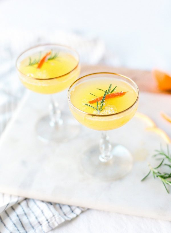 Clementine + Rosemary Mimosa | Mimosa recipes + Easter brunch ideas from @cydconverse