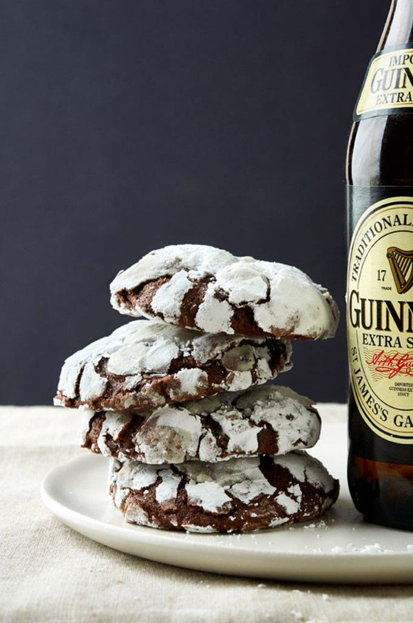 Guinness Crinkle Cookies | 17 Awesome Guinness Recipes from @cydconverse