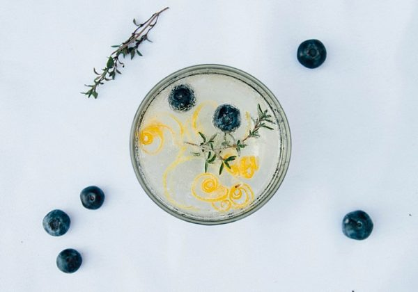 Lemon Thyme Blueberry Spritzer | Cocktails Recipes from @cydconverse