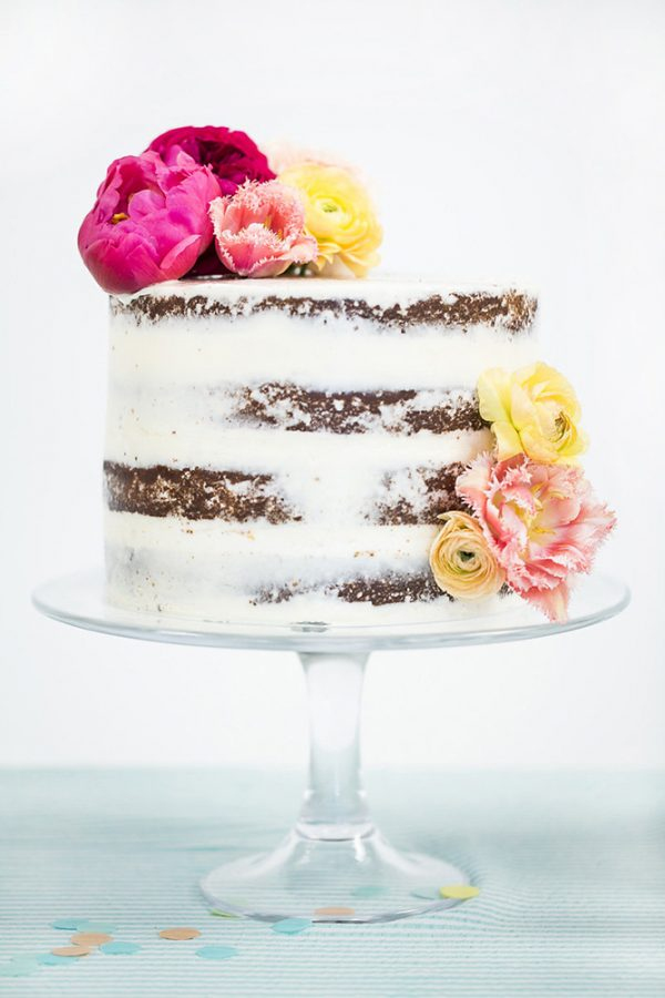 Naked Cake with Fresh Flowers | 15 Gorgeous Easter Cakes from @cydconverse